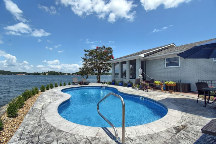 Lake Hamilton Peninsula Home with Pool