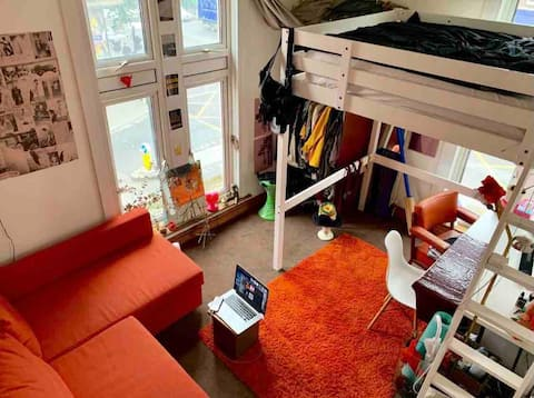Queer and friendly flat in hackney central