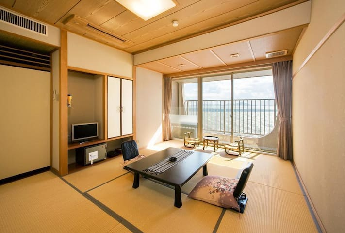 Japanese Hot Spring Ryokan Hotel with the view of the bright Seto Inland Sea, Breakfast and Dinner Included瀬戸内海を望む温泉!2食付