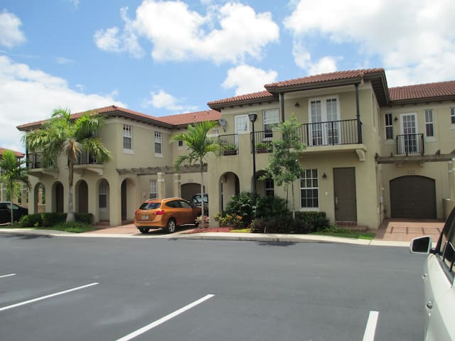 Mediterranean Villa - Luxury Bath - Coconut Creek - Casa adossada