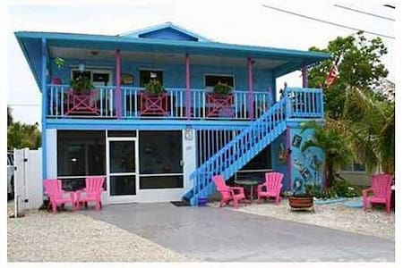 The Mermaid House On the beach !  - Manasota Key - Talo