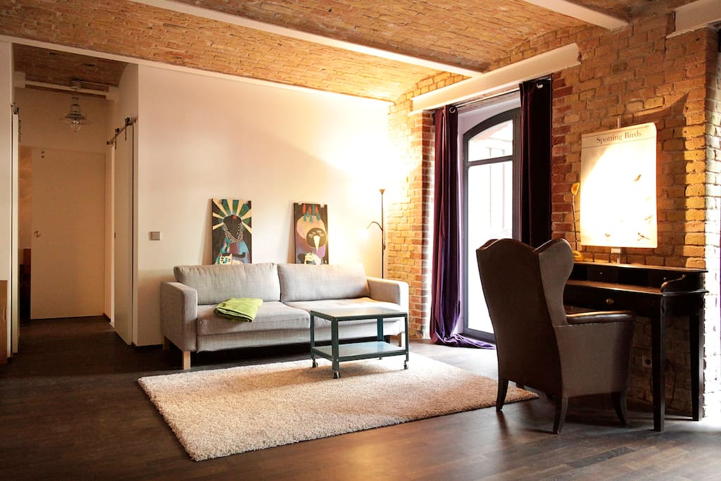 art filled loft in kreuzberg 36 lofts for rent in berlin. Black Bedroom Furniture Sets. Home Design Ideas