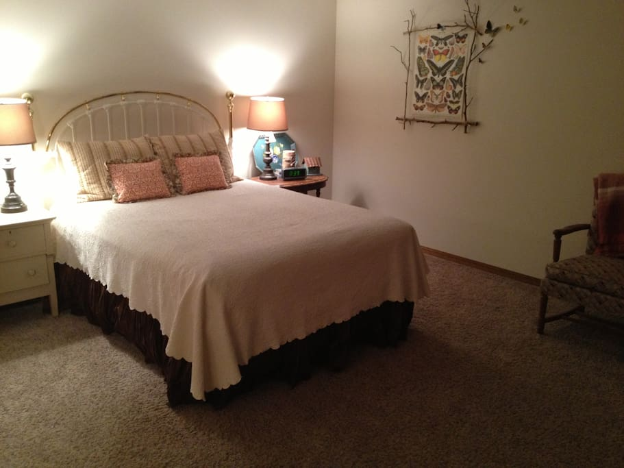 Guest suite with queen bed.