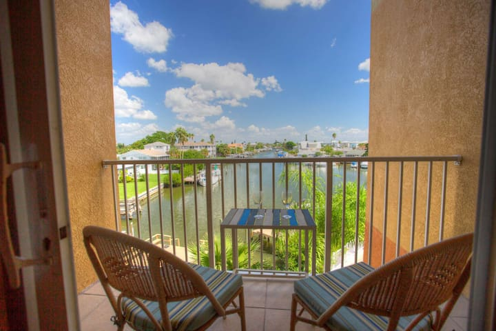 Great Views and Value.  Two King Size Beds!  Located in the Heart of Madeira Beach.