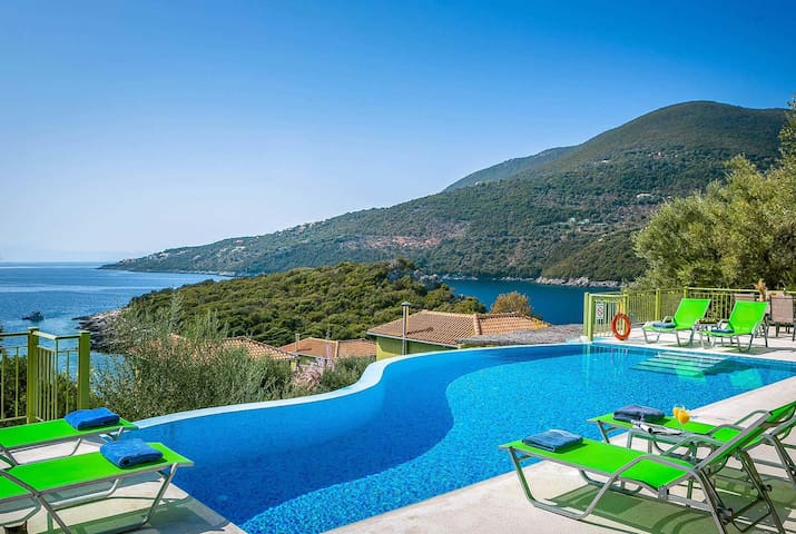 3 bedroom Villa sleeps 6 in Syvota 1