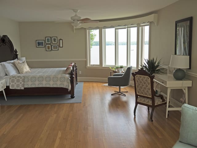 Master suite 2 with king bed, curved lake view