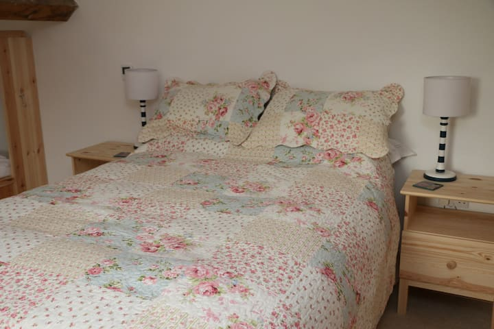 A double bed and 3 singles can be found in upstairs bedroom. We also have 2 foldway single beds if required for downstairs