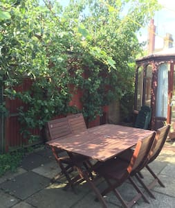 Charming bungalow with garden patio - Leighton Buzzard
