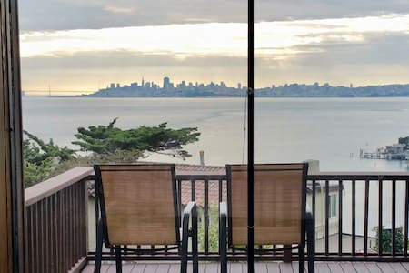 Stunning view, architect home, Short walk downtown