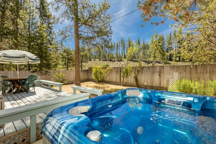 Mtn Memories_Hot Tub, Ping Pong/Pool Table, Pets, Smart TV's + Walk To Safeway