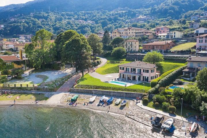 Stunning villa with pool and beach! Villa Angelina