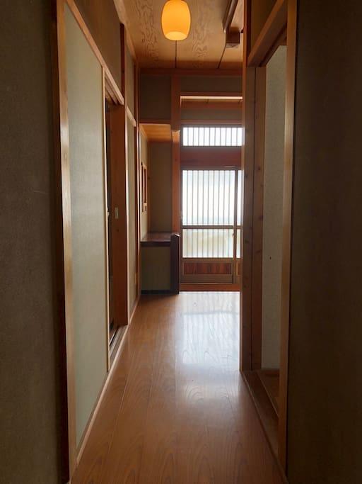 廊下(Corridor)
