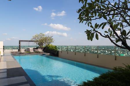 1BR MRT ROOFTOP POOL CENTRAL RR1 - Bangkok - Apartment
