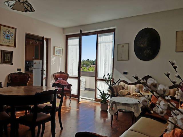 ático no muy lejos del centro de la ciudad - Varese - Apartamento