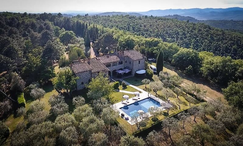 Marvelous villa close to Siena for 16+ people