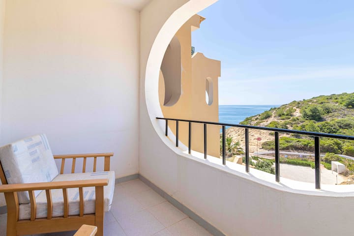 Sea and garden view, direct access to the beach