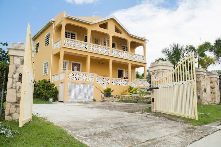 Four Pillars Villas - East Villa