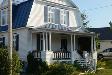 Maison ancestrale au bord du fleuve - Trois-Pistoles - Huis