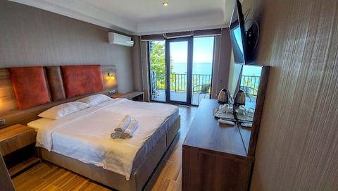 Viihtyisä huone, josta on upea merinäköala Sarpissa