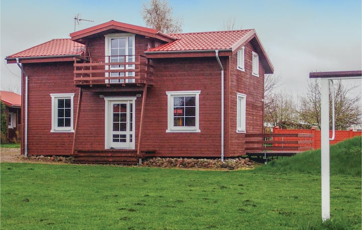 Awesome home in Ustronie Morskie with WiFi and 4 Bedrooms