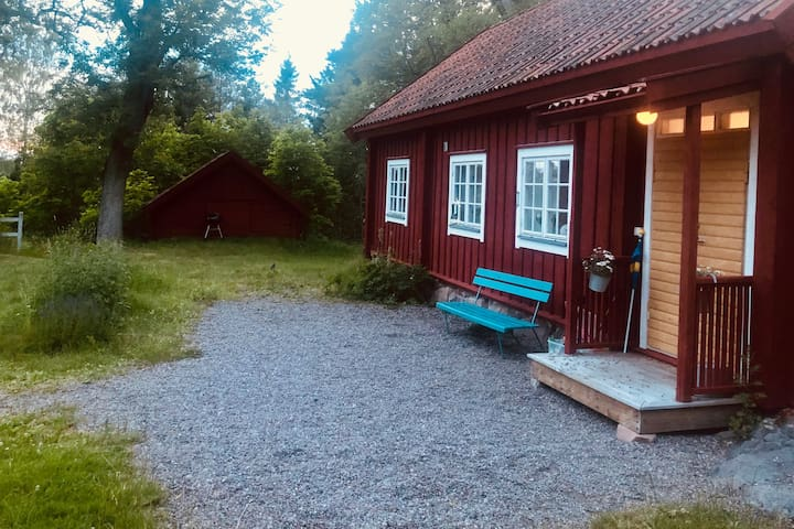 Red Swedish house in nature - 45 min to airport.