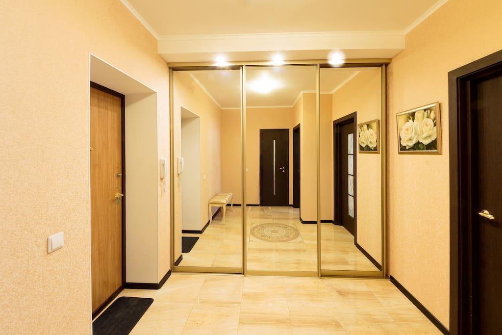 Холл при входе.