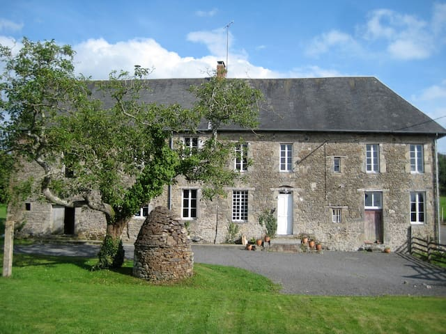 La Grande Yveliniere C17 Normandy Manor House - Savigny - Huis