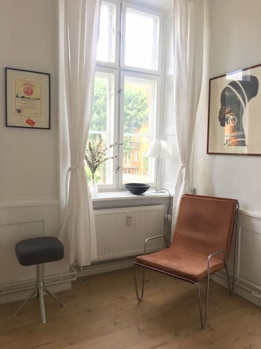 Bachelor lounge chair