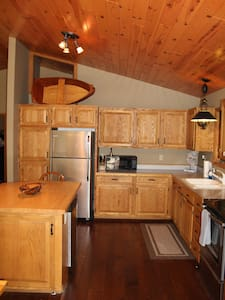 Perfect holiday or ski/winter retreat! - Central Lake