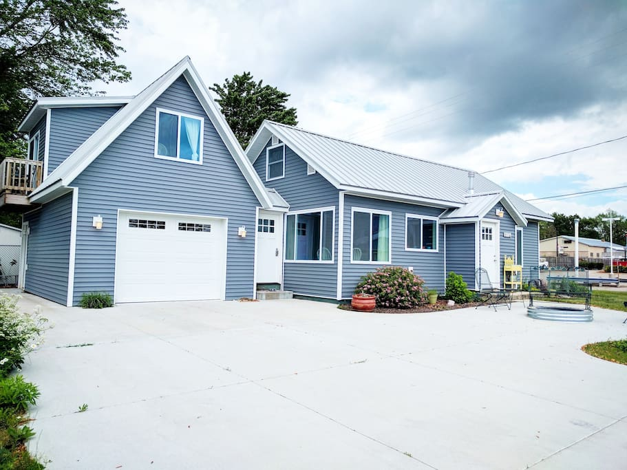 Completely renovated cottage in Lake City!