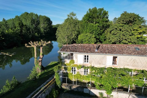 A balcony on the Charente