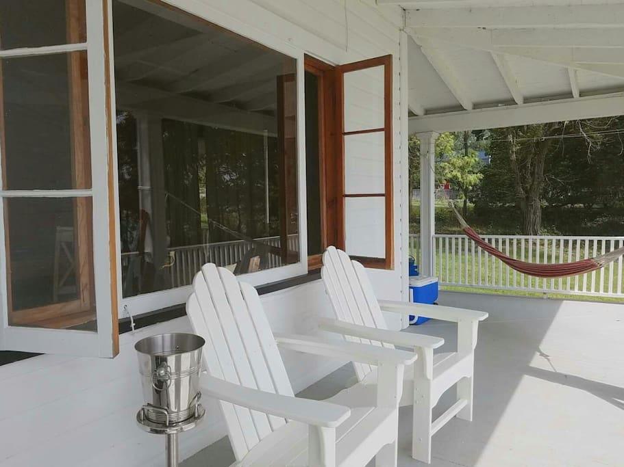 SILVERLAKEN LODGE: common area: wrap around deck