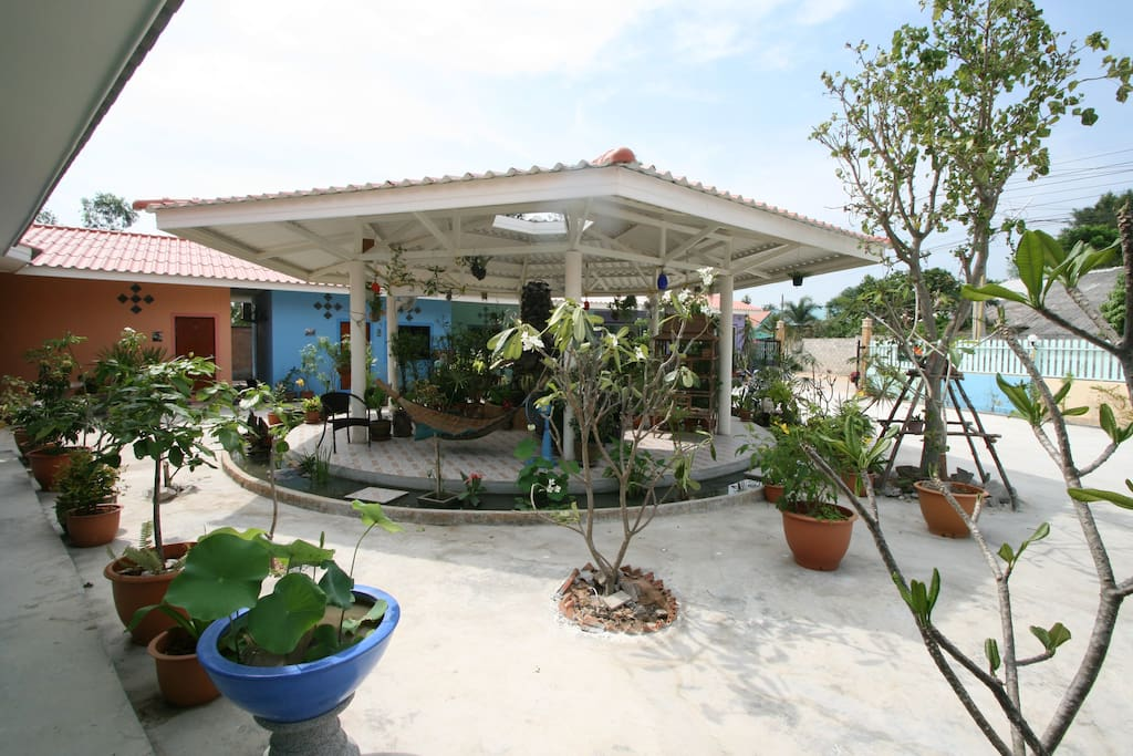 Resort opposite ab paluso monthly rent only wohnungen for Katzennetz balkon mit pattaya garden resort bungalow