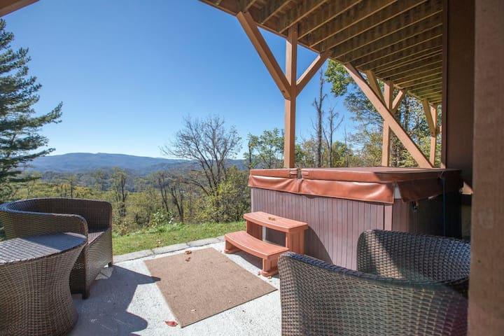 Huge Views - Hot Tub - Fire Pit - 3000 sq ft