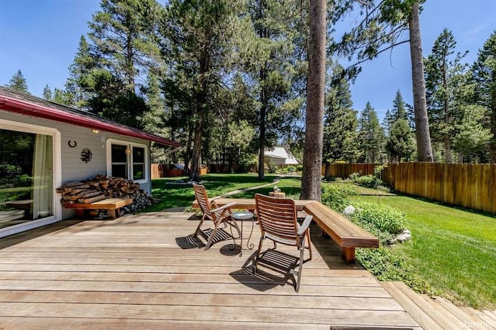 """Perfect """"Home Away From Home"""" Near Skiing & Town!"""