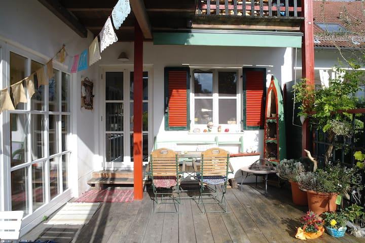 Ferienwohnung mit Bergblick in ruhiger Lage - Saaldorf-Surheim - Daire