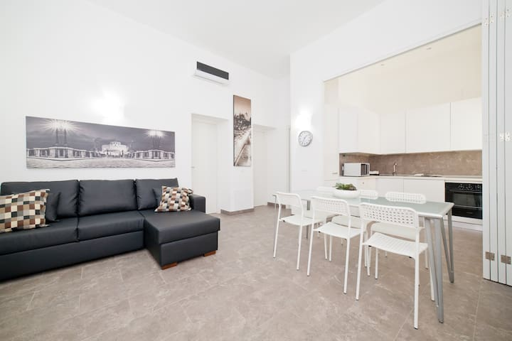 Modern 2br apt at Trevi Fountain