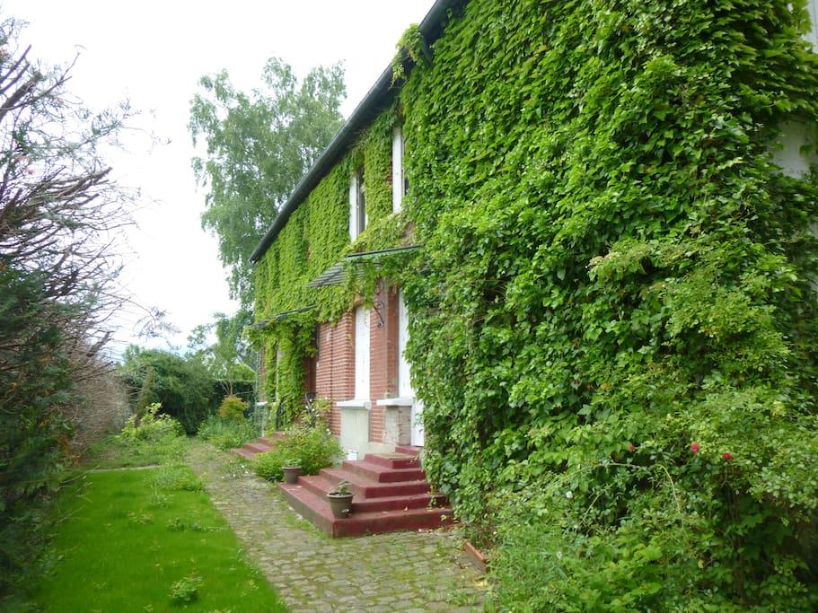 La maison côté entrée principale