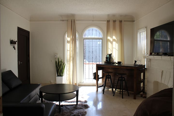 Private Bedroom and Parking next to Coliseum/USC - Los Angeles - Leilighet