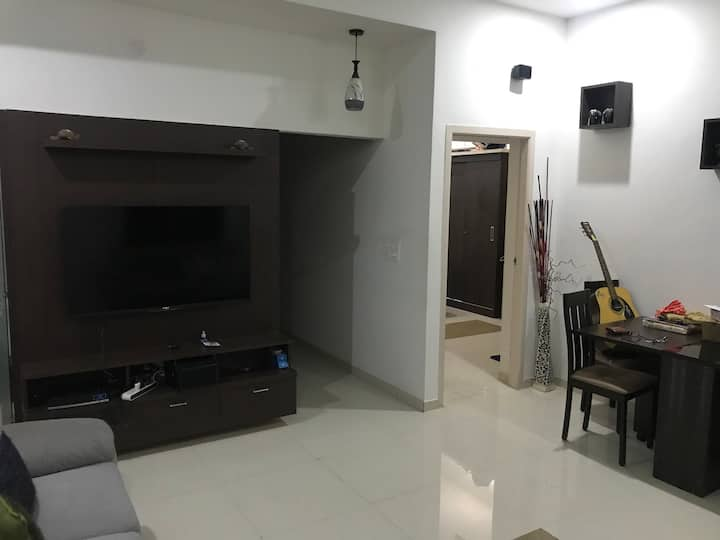 Single Bedroom Home with spacious backyard & swing