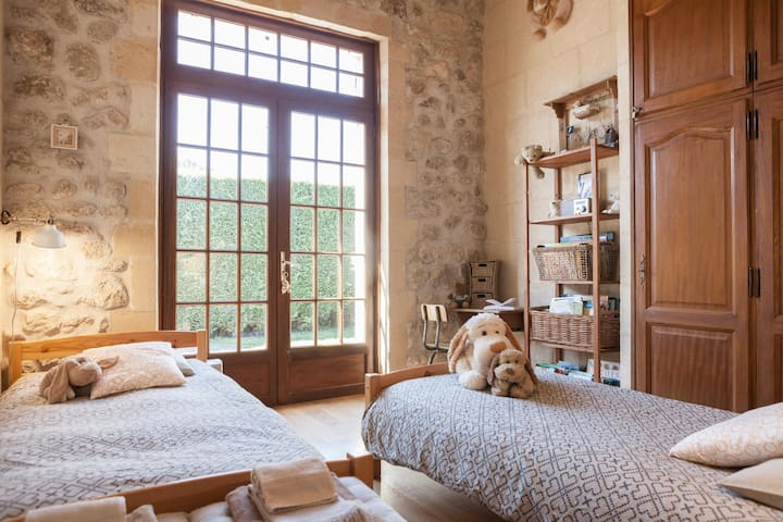 """Chambre """"d'Antan"""" / """"Yesteryear"""" bedroom"""