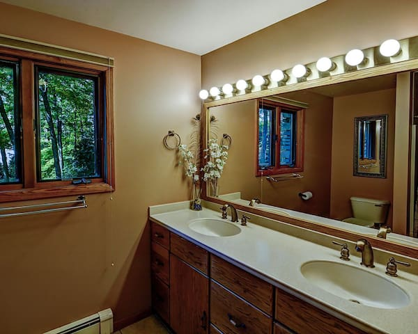 Twin Manor - Hiller Vacation Homes - North Twin Lake - Free WIFI