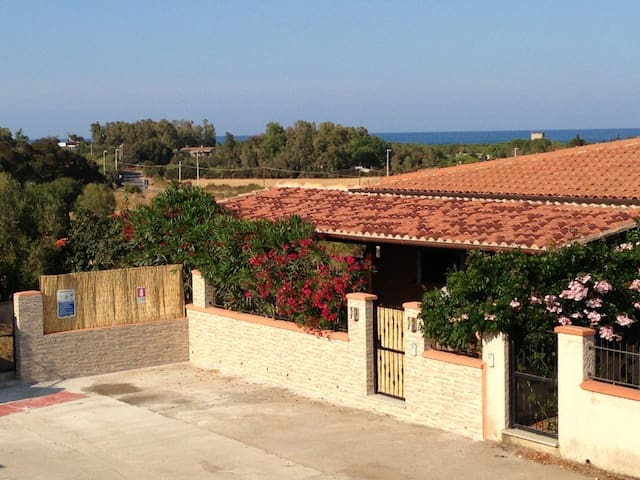 House - 300 m from the beach - Torre di Bari - Hus