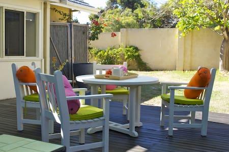 Cosy Corner Cottage Fremantle  - Fremantle - House