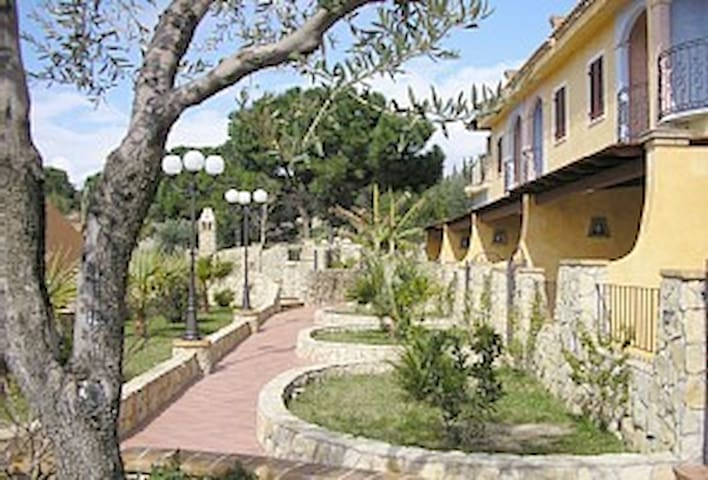 EXCEPTIONAL APARTMENT BY THE SEA - Cagliari - Wohnung