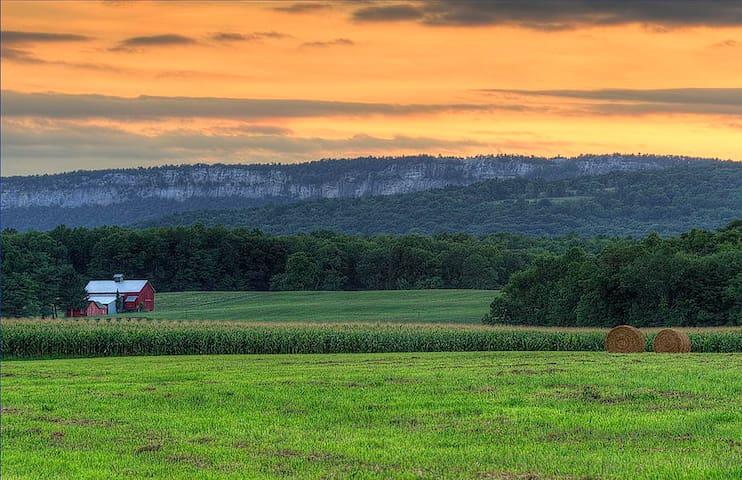 Historic farm, Iconic landmark - Hudson Valley