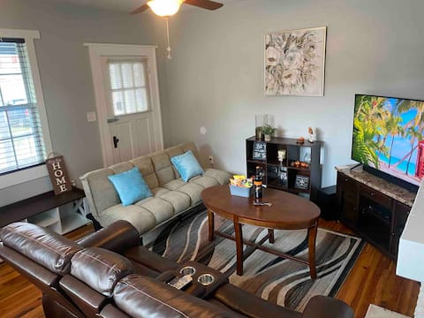 Entire Renovated Comfy Home Mins from Covington Sq