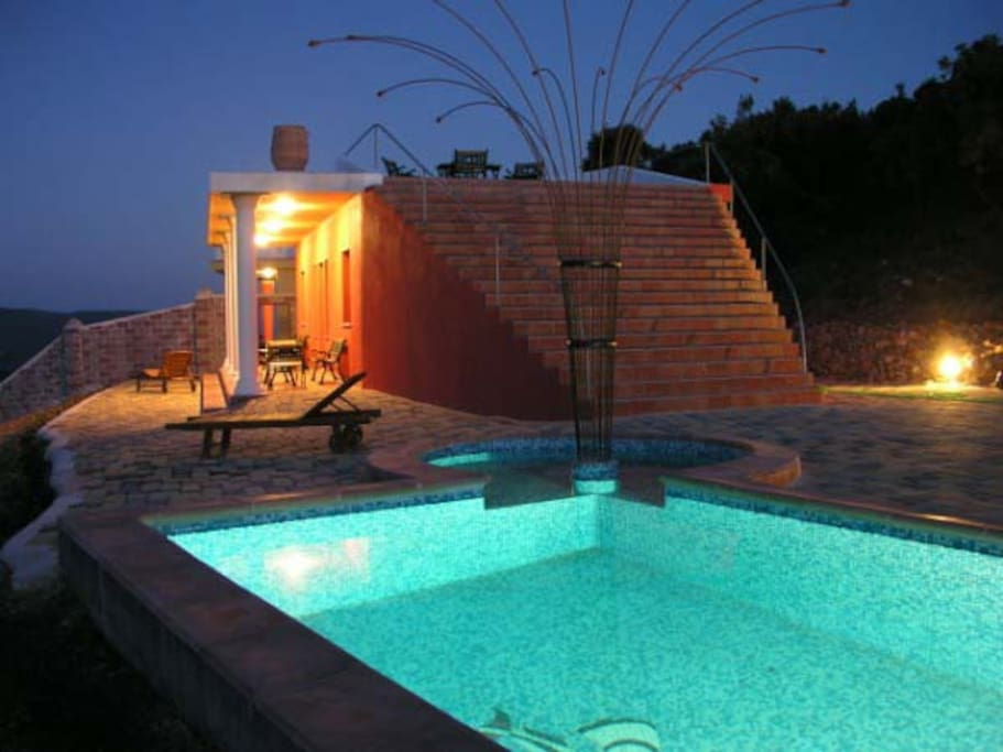 villa Lithi Swimming pool (10X3.5m) with hydro-massage and open air shower. There is a shallow part (40 cm depth) at the end of the swimming pool for children