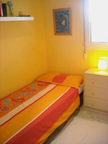 Bedroom - sleeps 2 people (2 single beds)