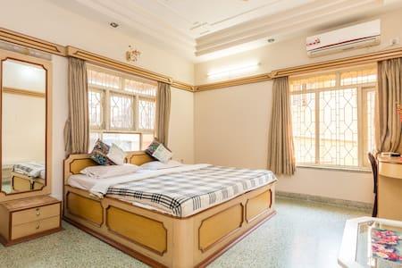 Basic | Clean | En-Suite | Homely - Kolkata
